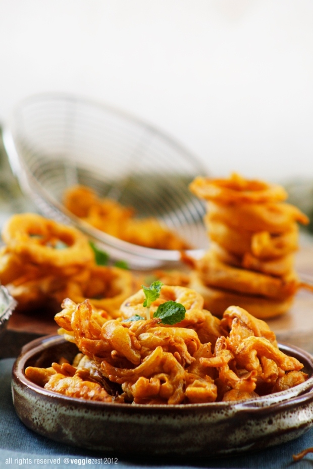 Onion bhaji cilantro chutney veggiezest he told me how growing up in england indian food was a big part of his childhood and onion bhaji is one of his favorite food its one of mine as well forumfinder Gallery