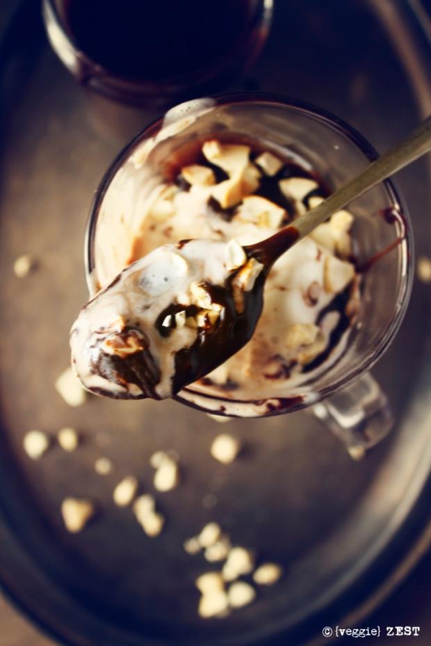 hot chocolate fudge sundae