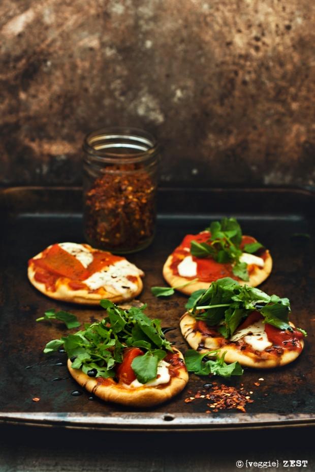 veggie-zest-naan-pizzette